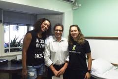 Jogadoras de Handebol do time do Santo André com o dr. Antonio Masseo.