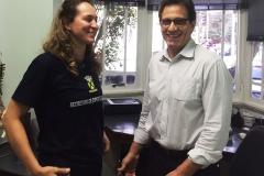 Jogadora de Handebol do time do Santo André com o dr. Antonio Masseo.